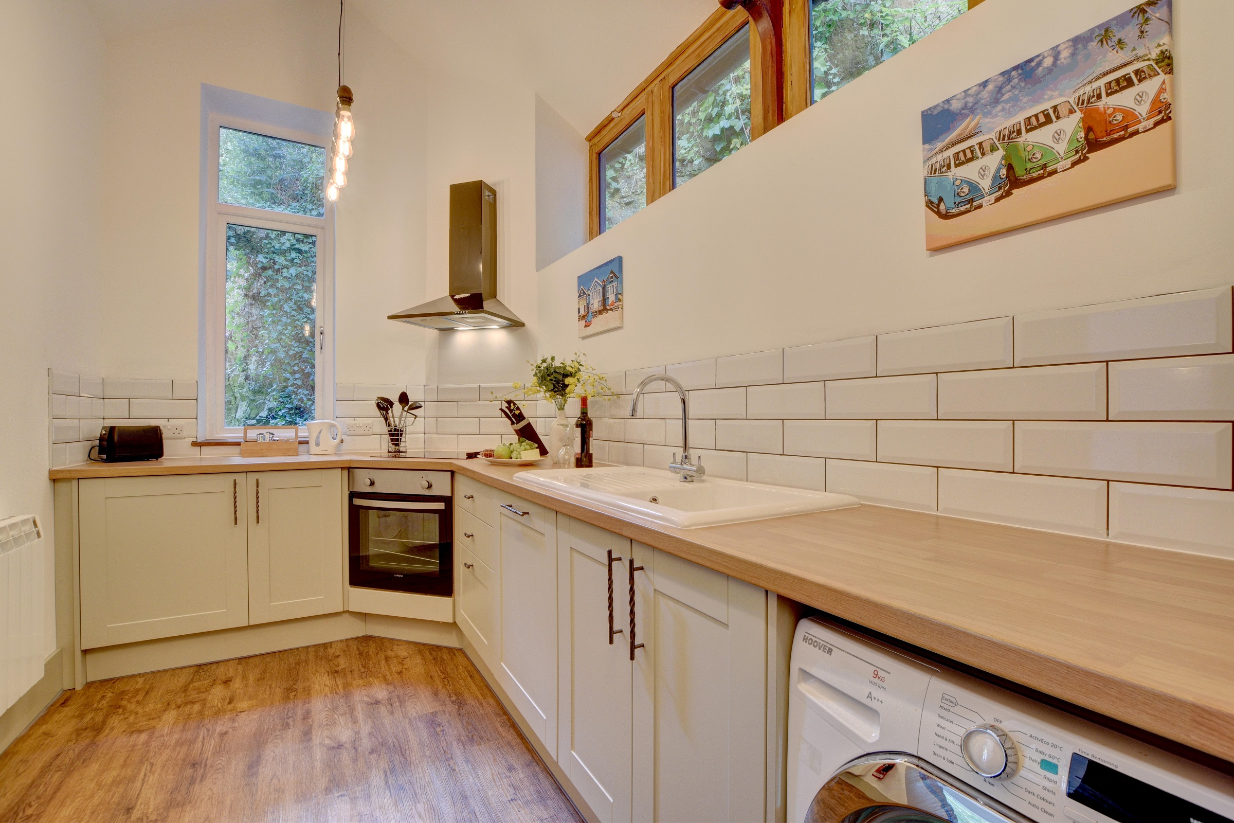 Baronets-Quarters-Kitchen-with-Washing-Machine-and-Dishwasher